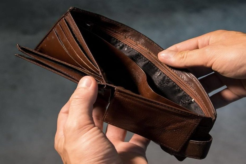 Empty wallet | Pay Your Rent When You Can't Afford It